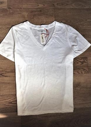 Нова біла футболочка john lewis,p.eur 46