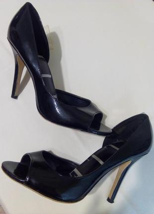 Лаковые босоножки(туфли) с открытым носиком elle