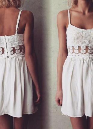 Белый сарафан платье