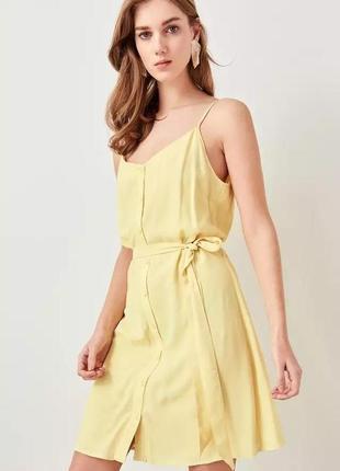 Желтый лимонный сарафан платье с тонкими бретельками пуговицами