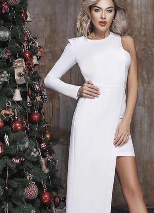 Белое ассиметричное платье