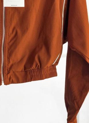 Стильная куртка ветровка bershka