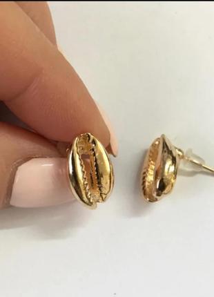 Серьги гвоздики золото сережки ракушка каури