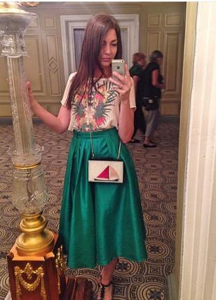 Легкая зеленая атласная миди юбка