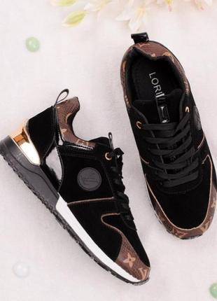 Стильные черные замшевые кроссовки с эмблемой коричневыми вставками