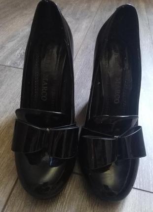 Лаковая кожа. туфельки с бантиком