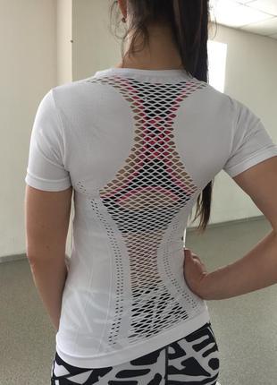Футболка спортивная женская без шовная с сеткой на спине