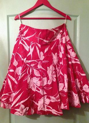 Красная юбка с принтом