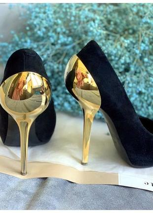 Замшевые туфли  с золотым каблуком giuseppe zanotti