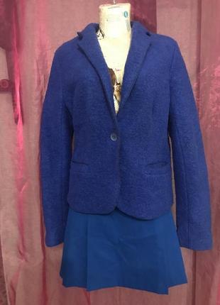 Мини-юбка синего цвета стильного кроя
