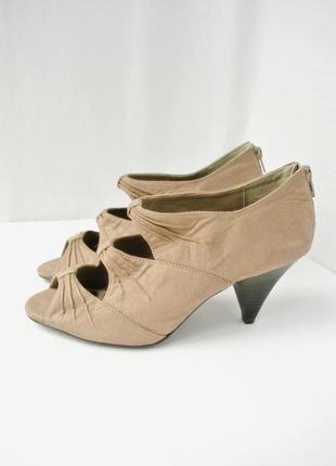 Стильные брендовые замшевые туфли, ботильоны new look с вырезами. размер uk 6(39)