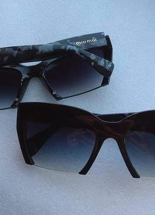 Новые модные очки (с царапиной на оправе) черные