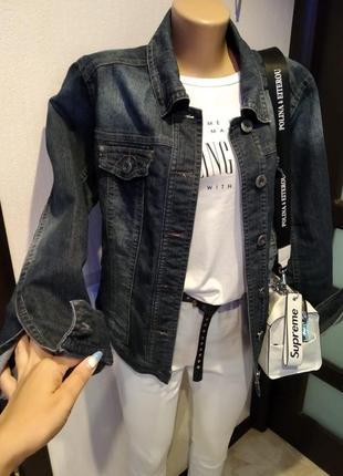 Отличная стильная базовая джинсовая куртка