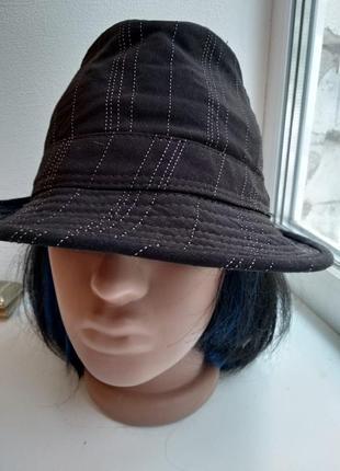 Стильная шляпа черная