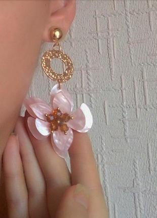 Серьги розовые акриловые сережки цветок цветочек