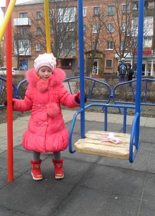 Тёплое красивое зимнее пальто на девочку