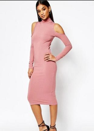 Крутое платье в рубчик с вырезами на плечах /платье миди в обтяжку