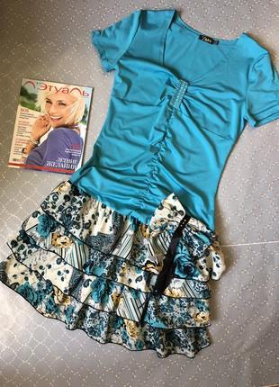 Симпатичне плаття голубого кольору з воланами