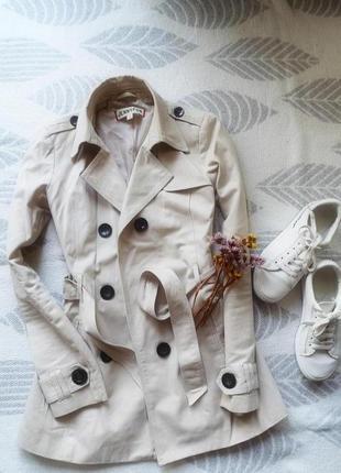 Тренч пальто бежевого цвета