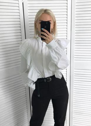 Білосніжна бавовняна сорочка з рюшами