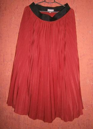 Красивая темно-красная юбка плиссе длинная в пол