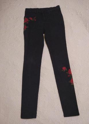 Шикарные брендовые штаны джинсы с высокой посадкой и вышивкой clockhouse