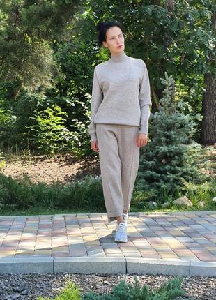 Женский прогулочный костюм бежевого цвета lara (италия) размер s-m