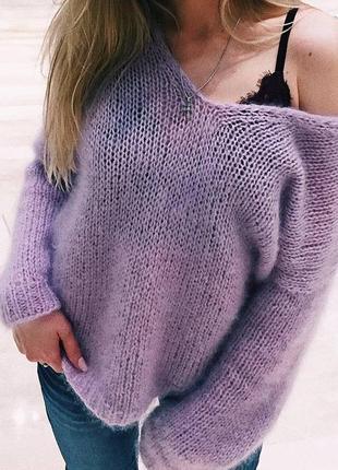 Нежный мохеровый пуловерчик.
