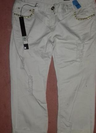 Стильные укороченные легкие  джинсы