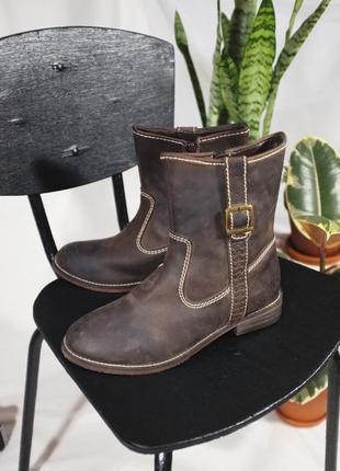 Новые кожаные ботинки (сапоги)