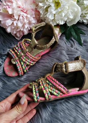 Яркие босоножки сандалии