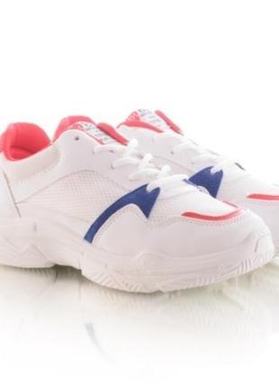 Стильные белые кроссовки летние сетка на толстой подошве на платформе