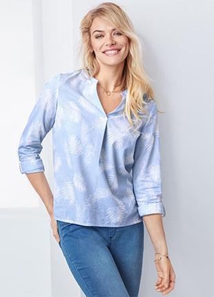 Блуза с нежным принтом и эффектным рисунком в полоску от tchibo, германия