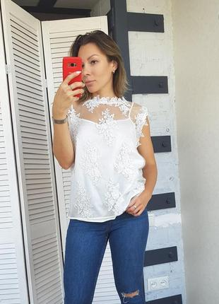 Блуза с вышивкой кружевная белая capsule