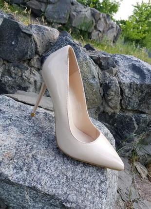 Бежевые лодочки туфли