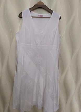 Красивое белое платье р.20