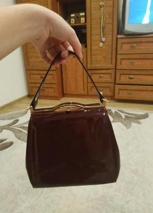 Стильна лакова сумочка :)