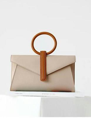 Сумка стильная кожаная кроссбоди на пояс клатч конверт бежевая с круглой ручкой италия