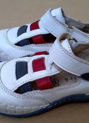 Новые кожаные спортивные туфли на мальчика французской фирмы andre