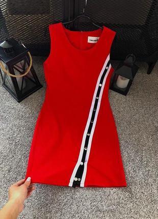 Осень стильное красное платье