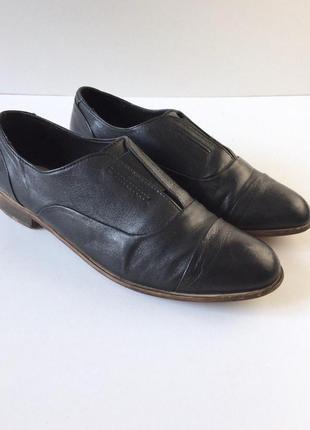 Стильные кожаные туфли на низком ходу betty jackson