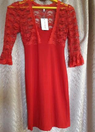 Плаття червоне