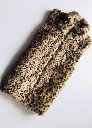 Трендовая жилетка с искуственного меха в леопаодовый принт