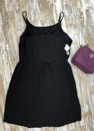 Лёгкое чёрное платье с рюшей esmara
