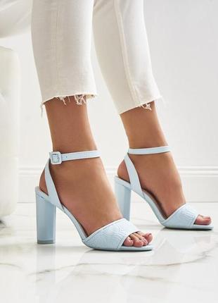 Новые женские голубые босоножки на каблуке