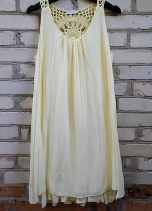 Двухслойное платье с кружевной спинкой