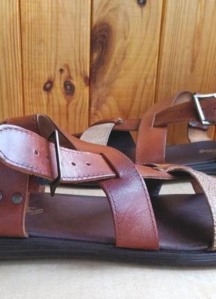 Стильные новые полностью кожаные сандалии made in italy на широкую ногу