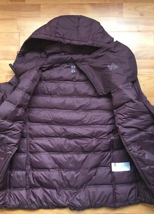 Легкая куртка на пуху uniqlo, складывается в мешочек, на бирочке размер l5 фото
