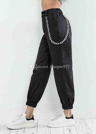 Серебристая цепочка на штаны брюки