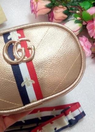 Стильная золотистая сумка на пояс бананка кондукторка для денег телефона на ремешке